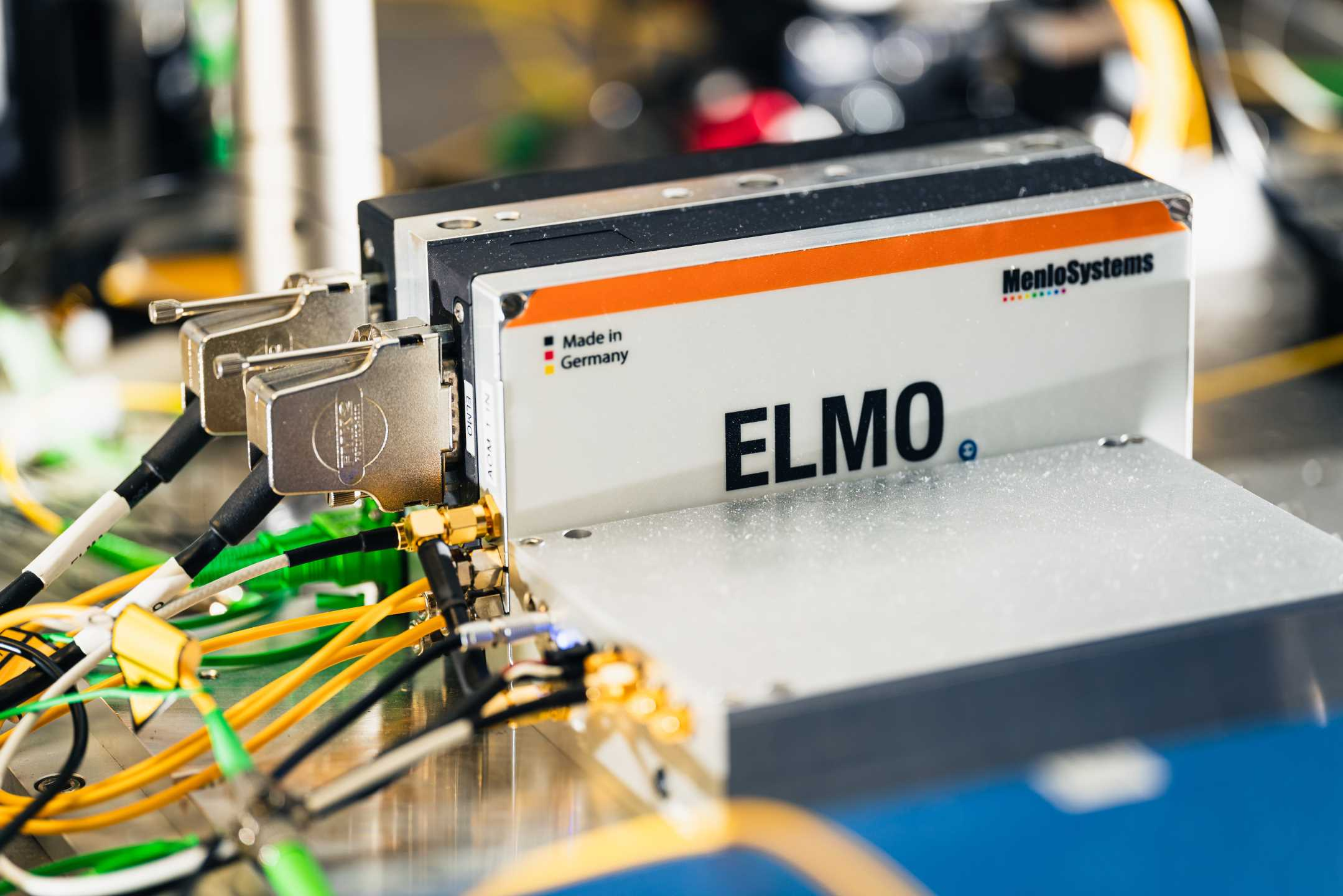 customized ELMO femptosecond laser system by Menlo Systems for SURQUID Project